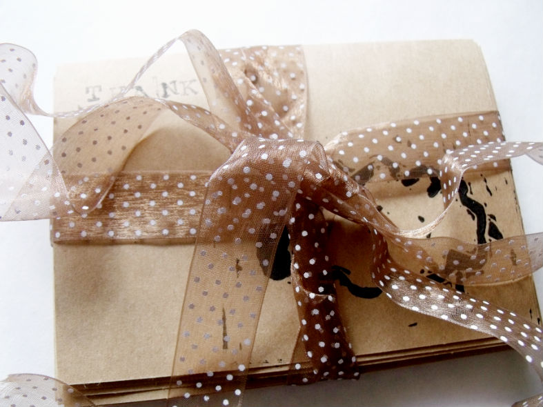 notecard_set_tied_with_ribbon