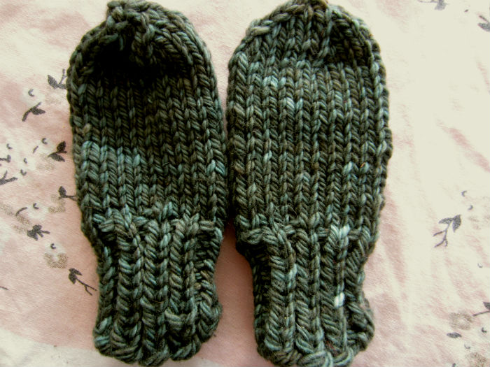 Knitting Pattern For Chunky Wool Mittens : Free Pattern: Chunky Baby Mittens with No Thumb Tiny ...
